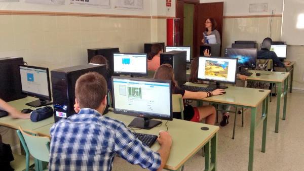 Alumnado evaluando los juegos creados