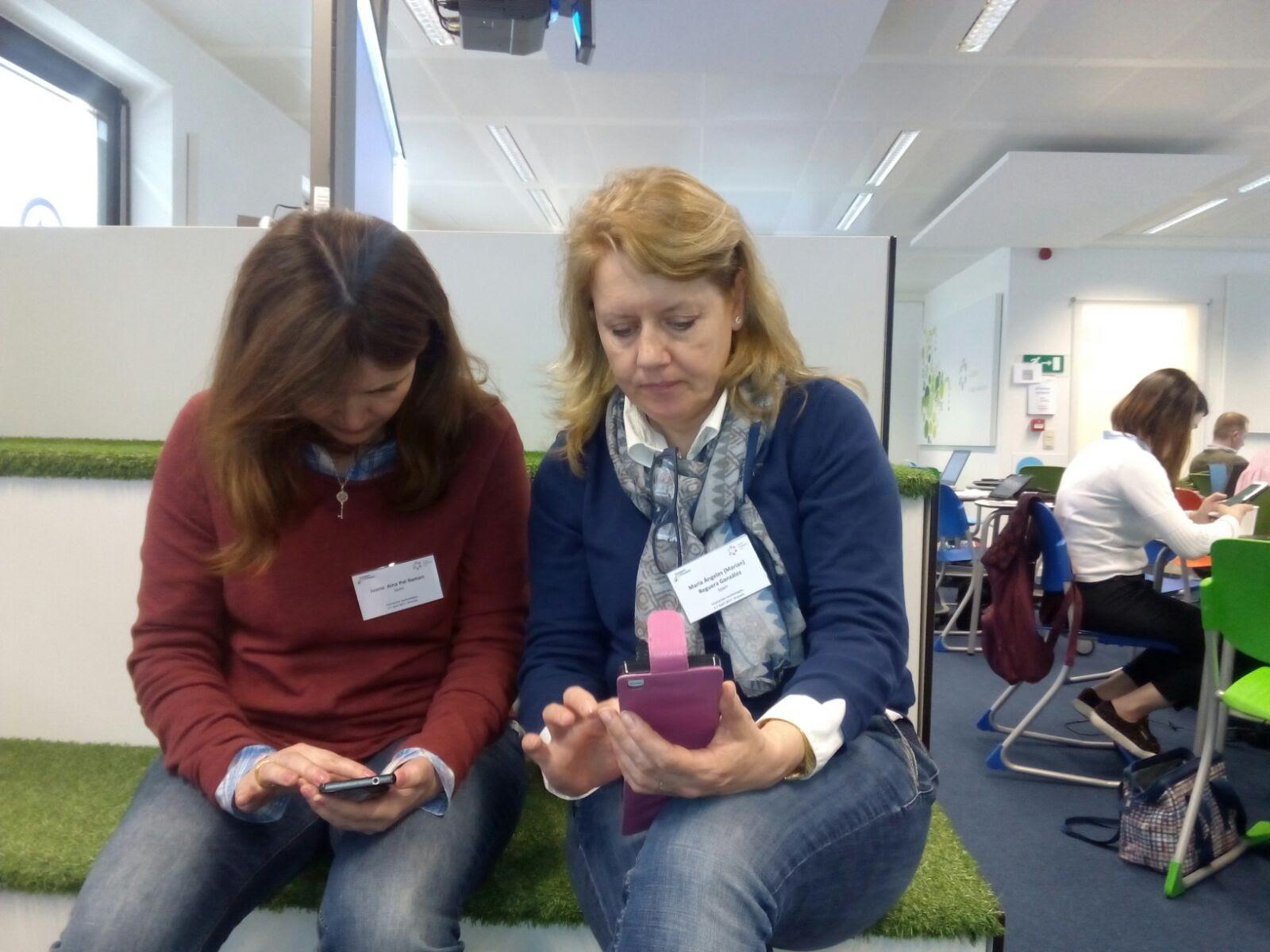 Marian Reguera y Joana Aina Pol en el taller de BYOD