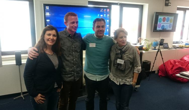 Foto de grupo de los participantes españoles con el ponente