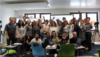 Foto de grupo con los participantes en el taller