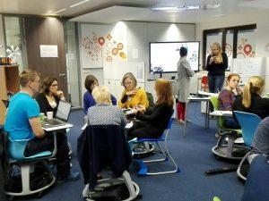 Trabajando en grupos durante el taller en el FCL de Bruselas
