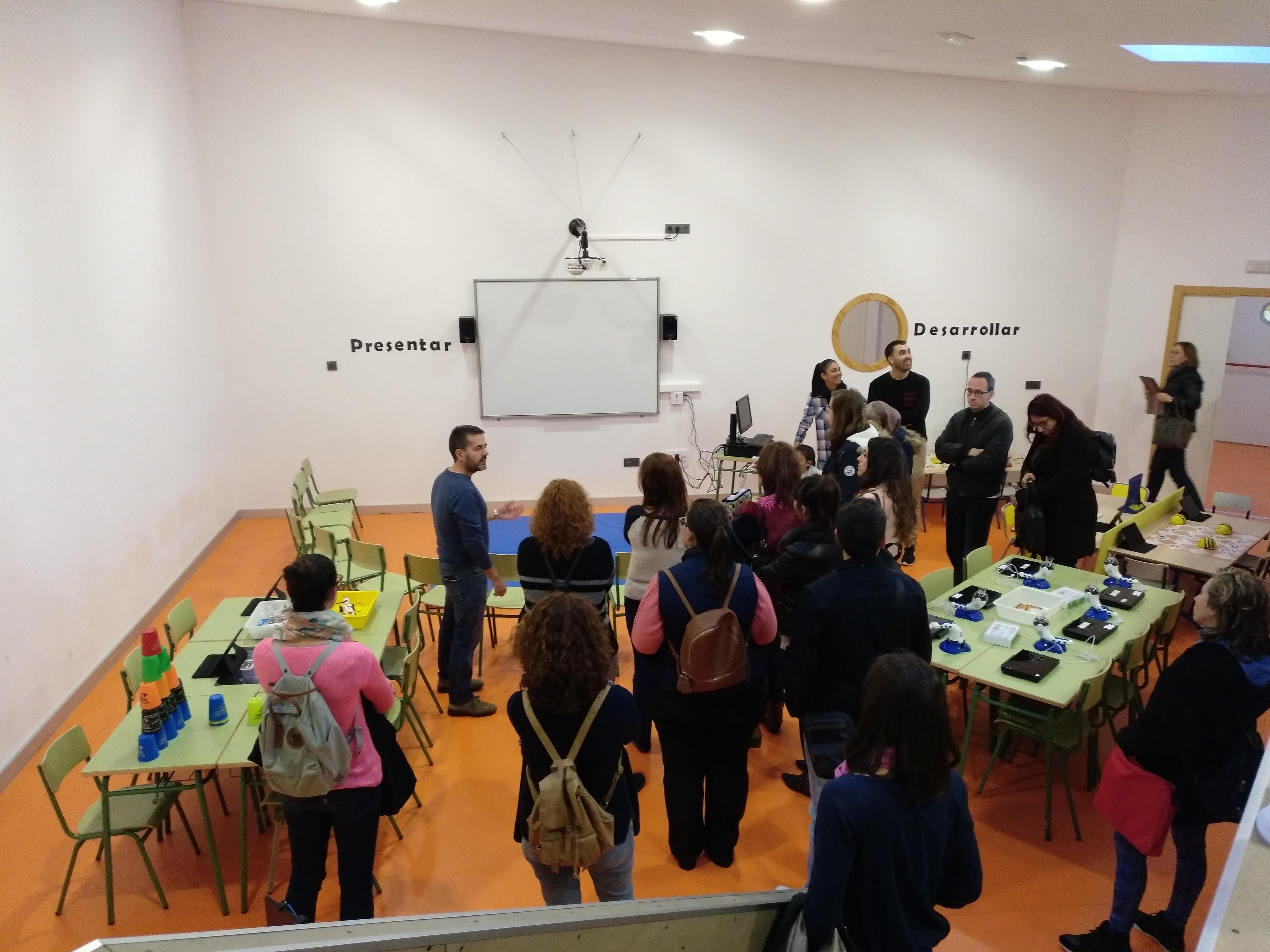 Funcionarios en prácticas en el Aula del Futuro del CEIP Ciuda de Ceuta