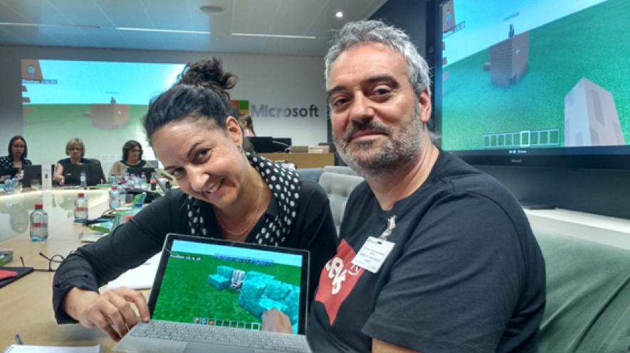 Los embajadores utilizando Minecraft