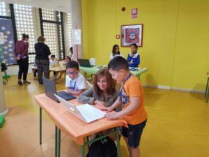 Alumnos mostrando sus proyectos Scratch 3.0